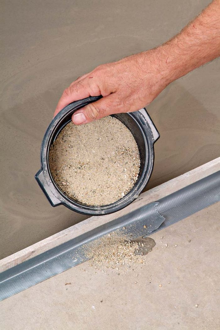 Shake out a small amount of sand to stop any leaks from the self-leveler.